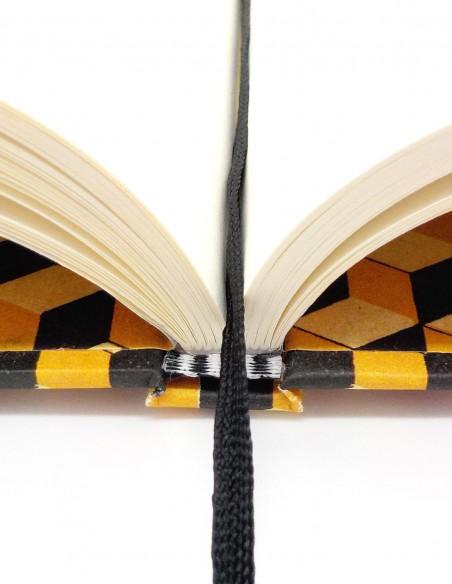 Quaderno cartonato cubi giallo nero Grafiche Tassotti dettaglio dorso