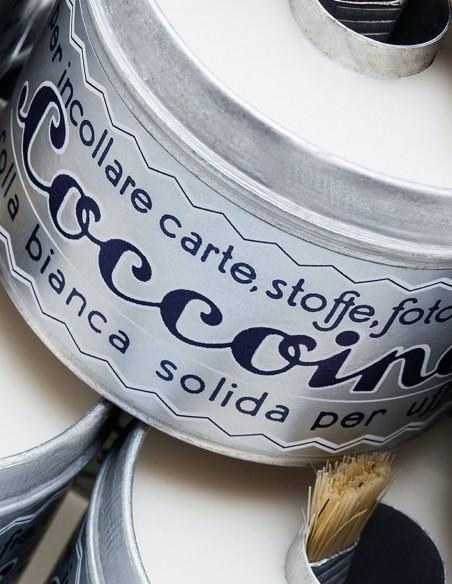 Colla in pasta Coccoina in barattolo di alluminio con pennello stendicolla dettaglio
