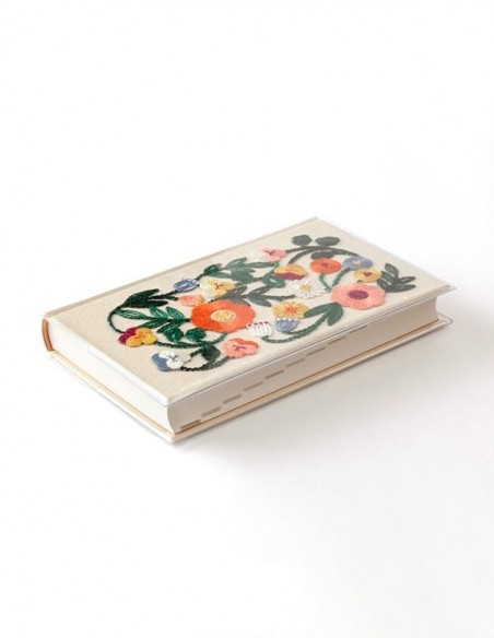 Diario Midori 5 anni colore beige e copertina con ricamo floreale