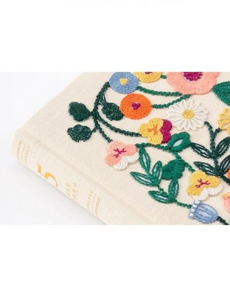 Diario Midori 5 anni colore beige vista della copertina rivestita in tessuto ricamato
