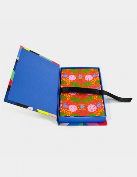 Cofanetto Marimekko con 50 cartoline vista con scatola aperta