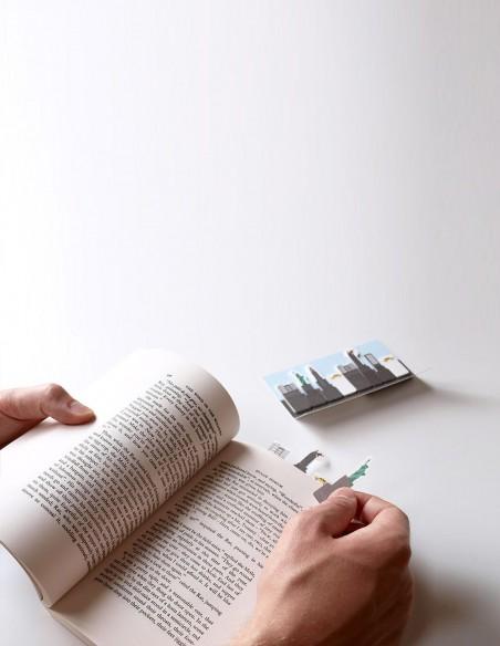 segnalibri adesivi New York Duncan Shotton vista in mano